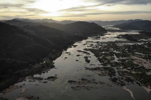 Mực nước sông Mekong thấp kỷ lục: Mối lo chung hay riêng?