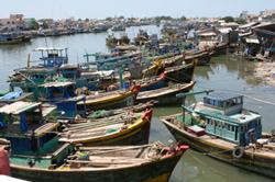Tàu đánh cá của ngư dân neo tại bến. RFA photo