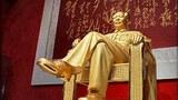 Bức tượng của Mao Trạch Đông làm bằng vàng, kim cương và jade được trưng bầy tại cuộc triển lãm ở Thâm Quyến, tỉnh Quảng Đông