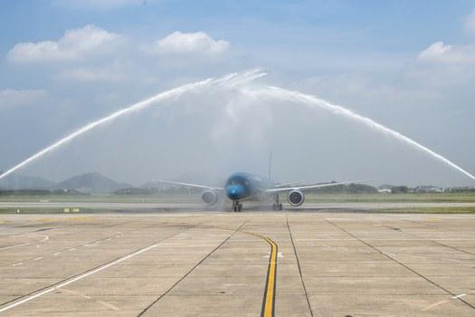 MaybayBoeing787-10 Dreamliner may bay thu 100 cua Vietnam Airlines.jpg