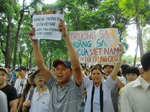 anti-china-protest-in-saigoni-06122011-2-305.jpg