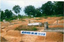 Nghĩa trang Quân đội Biên Hòa nằm trên xa lộ Biên Hòa, thuộc huyện Dĩ An, tỉnh Bình Dương, ảnh chụp tháng 4 năm 2013. Photo courtesy of VIA-VIG