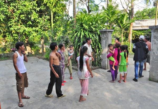 Người dân ở khu vực thủy điện Sông Tranh 2 Bắc Trà My, Quảng Nam chạy ra đường mỗi lần xảy ra động đất.