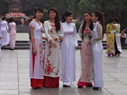 Thiếu nữ Việt Nam trong trang phục áo dài, ảnh minh họa. RFA