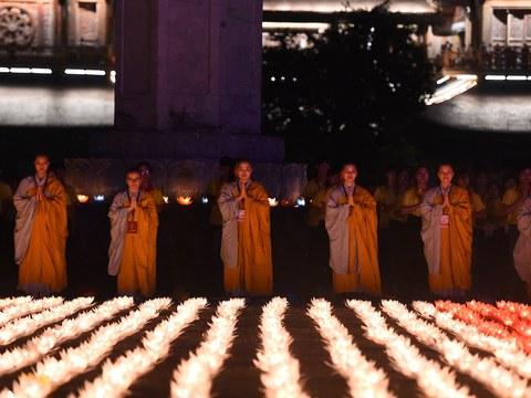 Hình minh hoạ. Các nhà sư làm lễ ở chùa Tam Chúc, Hà Nam hôm 13/5/2019