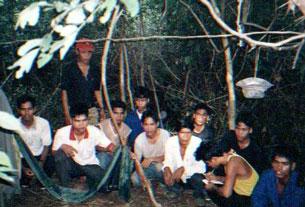 Một nhóm người Thượng từ vùng Tây Nguyên Việt Nam chạy sang Campuchia để tìm kiếm sự giúp đỡ của UNHCR (2005). RFA PHOTO