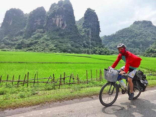 Anh Trần Việt Anh đã thực hiện một chuyến đi bằng xe đạp từ Hà Nội lên vùng Tây Bắc