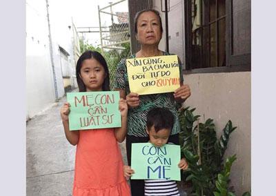 Mẹ và hai con của blogger Mẹ Nấm, Nguyễn Ngọc Như Quỳnh.
