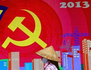Bích chương của đảng cộng sản Việt Nam khắp trên đường phố