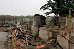 Căn nhà của gia đình ông Đoàn Văn Vươn bị phá sau vụ cưỡng chế hôm 05/1/2012. Ảnh chụp hôm 10/2/2012. AFP photo.