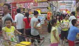 Sinh hoạt trong một siêu thị ở Hà nội