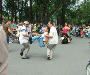 Bị bắt do biểu tình chống Trung Quốc. Photo courtesy of basam