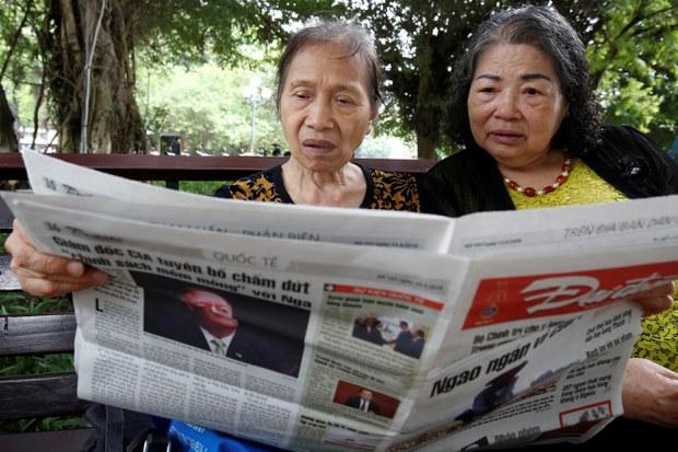 Đọc báo