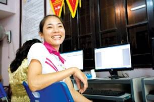Trần Thị Huệ luôn nở những nụ cười rạng rỡ với mọi người