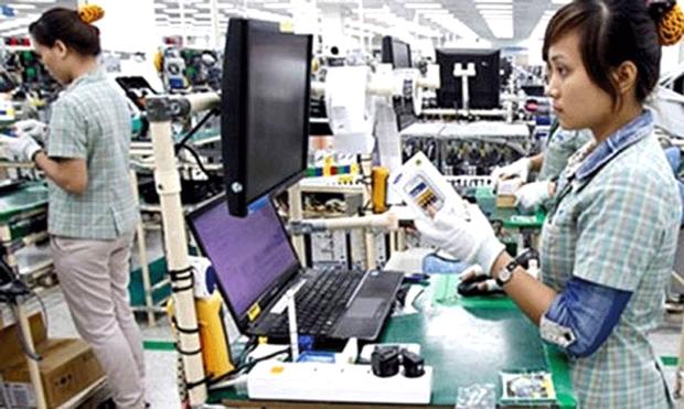 Công nhân tại nhà máy lắp ráp linh kiện điện tử Samsung Electronic Vietnam