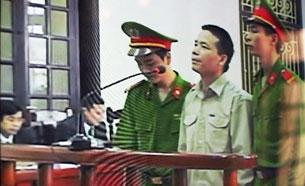 Ông Đoàn Văn Vươn trong phiên xử tại tòa án nhân dân thành phố Hải Phòng hôm 02.04.2013