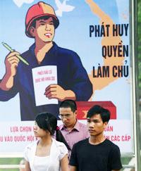"""Bích chương  """"Phát Huy Quyền Làm Chủ"""" trên đường phố. AFP"""
