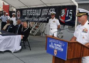 Bà Ngoại Trưởng Mỹ Hillary Clinton thăm hàng không mẫu hạm Fitzgerald hiện đang ghé thăm Philippines. Sources state.gov