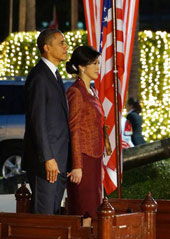 Tổng thống Hoa kỳ  Barack Obama và nữ thủ tướng Thái Lan, Yongluck Shinawatra  hôm 18 tháng 11, 2012.