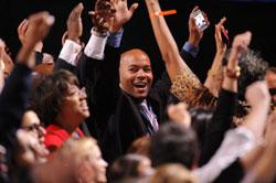 Cử tri vui mừng trước chiến thắng của Tổng Thống Obama hôm 06/11/2012 tại Chicago. AFP photo.