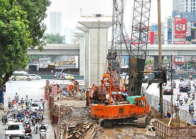 Vì được thi công trên tuyến đường có lưu lượng người tham gia giao thông cao nên những tai nạn xảy ra sẽ gây nguy hiểm lớn.