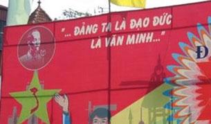 Biểu ngữ to lớn trên đường phố của đảng