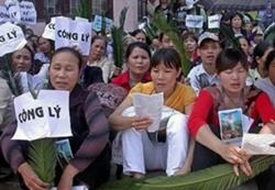 Các giáo dân công giáo cầu nguyện đòi công lý. RFA file