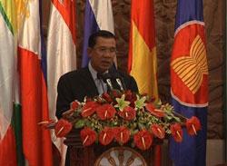 Thủ tướng Campuchia Hun Sen phát biểu khai mạc Hội nghị Bộ trưởng kinh tế ASEAN lần thứ 44, ngày 27/8/2012. Photo by Quốc Việt/RFA
