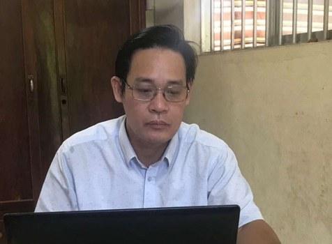 Thầy Lê Trần Ngọc Sơn, giáo viên tiếng Anh tại trường Tiểu học An Lợi, Long Thành, Đồng Nai. Photo courtesy of giaoduc.net.vn