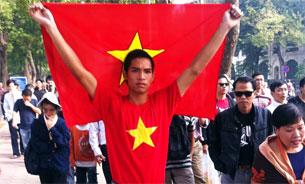 Cuộc biểu tình tại Hà Nội sáng Chủ nhật 27-11-2011, để ủng hộ việc Thủ tướng Nguyễn Tấn Dũng đề nghị Quốc hội soạn thảo luật biểu tình, vừa mới bắt đầu đã bị công an trấn dẹp.