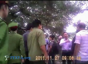 Công an Hà Nội bắt người ủng hộ Thủ tướng Nguyễn Tấn Dũng 27/11/2011
