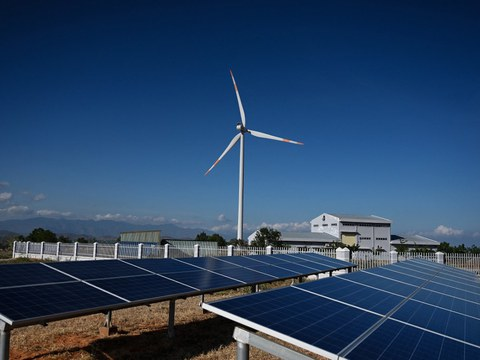 Một trang trại năng lượng gió và mặt trời tại tỉnh Bình Thuận