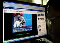 Kêu gọi tuyên bố chủ quyền Hoàng Sa và Trường Sa qua internet hôm 10/6/2011. AFP photo