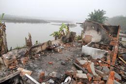 Toàn bộ nhà cửa của gia đình ông Đoàn Văn Vươn nằm ngoài khu vực cưỡng chế cũng đã trở thành đống gạch vụn. RFA file