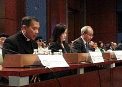 Các Thuyết trình viên phát biểu tại buổi Điều trần về tình trạng thiếu tự do tôn giáo ở Việt Nam hôm 26/3, trước Ủy Hội Nhân Quyền Tom Lantos thuộc Quốc Hội Hoa Kỳ. RFA PHOTO.