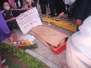 Cụ bà Hà Thị Nhung đã tử vong tại Vườn Hoa Lý Tự Trọng