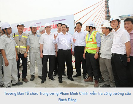 Ông Phạm Minh Chính, áo sơ trắng giữa hình, đeo kính.