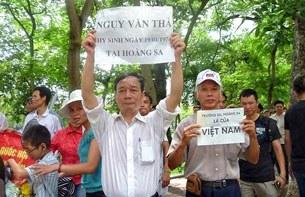 Blogger Nguyễn Tường Thụy trong một lần biểu tình chống Trung Quốc