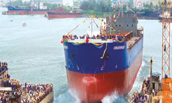 Vinashin hạ thủy một chiếc tàu trước đây. Photo courtesy of Vinashin.