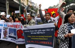 Người Việt Nam biểu tình chống Trung Quốc tại Hà Nội hôm 09/12/2012. AFP photo