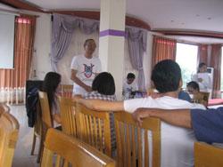 TS Nguyễn Nhã tại buổi thuyết trình về vấn đề Biển Đông tại Hà Nội vào ngày 24/9. Courtesy NguyenTuongThuyBlog.