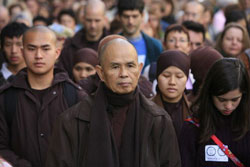 Sư Ông Thích Nhất Hạnh tại Paris, ảnh chụp năm 2009. AFP PHOTO.