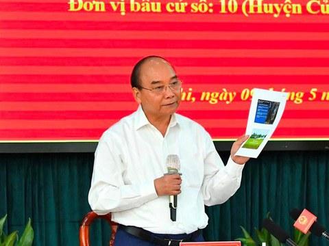 Chủ tịch nước Nguyễn Xuân Phúc, ứng cử viên Đại biểu Quốc hội khóa 15, phát biểu khi tiếp xúc với cử tri huyện Hóc Môn, huyện Củ Chi  ở thành phố Hồ Chí Minh hôm 9/5/2021.