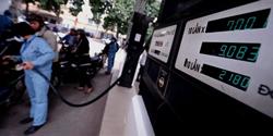 Giá xăng lên 21.800 đồng/lít vào sáng 30/3/2011. AFP photo
