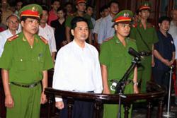 Tiến sĩ Luật Cù Huy Hà Vũ tại phiên phúc thẩm hôm 02/8/2011. AFP photo