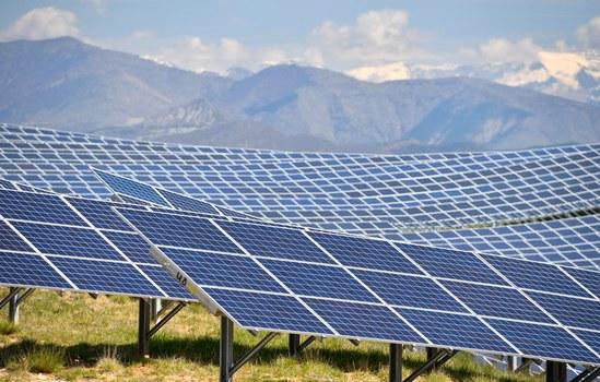 Nhà máy năng lượng điện mặt trời Phú Yên sử dung 752.640 tấm  PV chuyển đổi trực tiếp ánh sáng mặt trời thành năng lượng điện