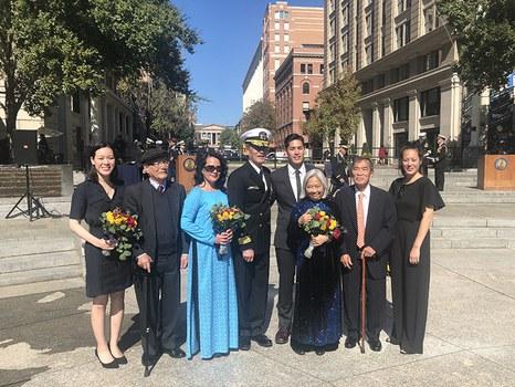 Phó Đề đốc Nguyễn Từ Huấn cùng gia đình tại Lễ thăng cấp ngày 10/10/19.