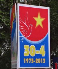 Bảng hiệu tuyên truyền cho ngày 30 tháng 4 ở Hà Nội. RFA photo