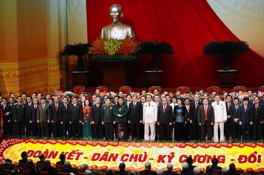 Hình minh hoạ. 200 Uỷ viên Ban chấp hành Trung ương Đảng Cộng sản VN chụp hình tị lễ bế mạc đại hội đảng 12 ở Hà Nội hôm 28/1/2016