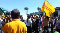 Cộng đồng người Việt tại Liltte Saigon tổ chức biểu tình  phản đối kịch sĩ Hồng Vân tại Little Saigon trưa 16/9. RFA photo/Ngọc Lan.